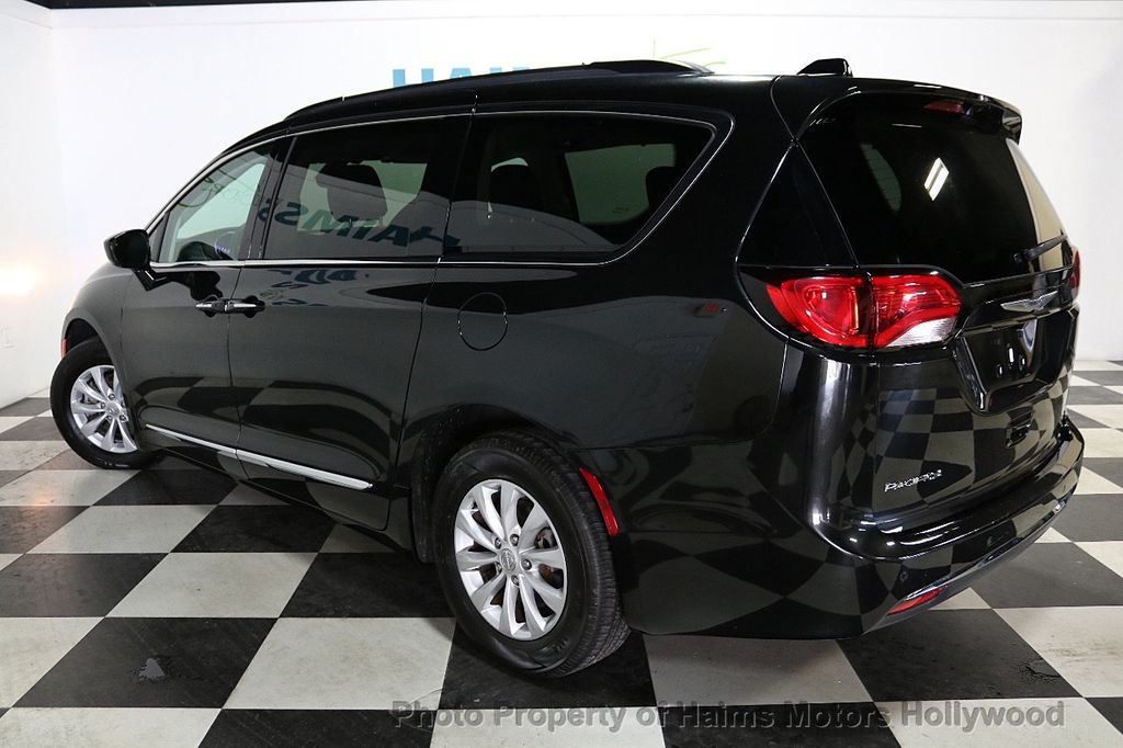 2017 Chrysler Pacifica Touring-L 4dr Wagon - 18032914 - 4