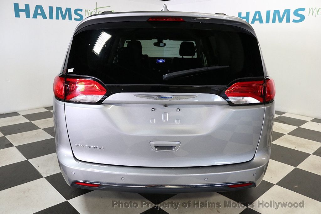2017 Chrysler Pacifica Touring-L 4dr Wagon - 18534918 - 5