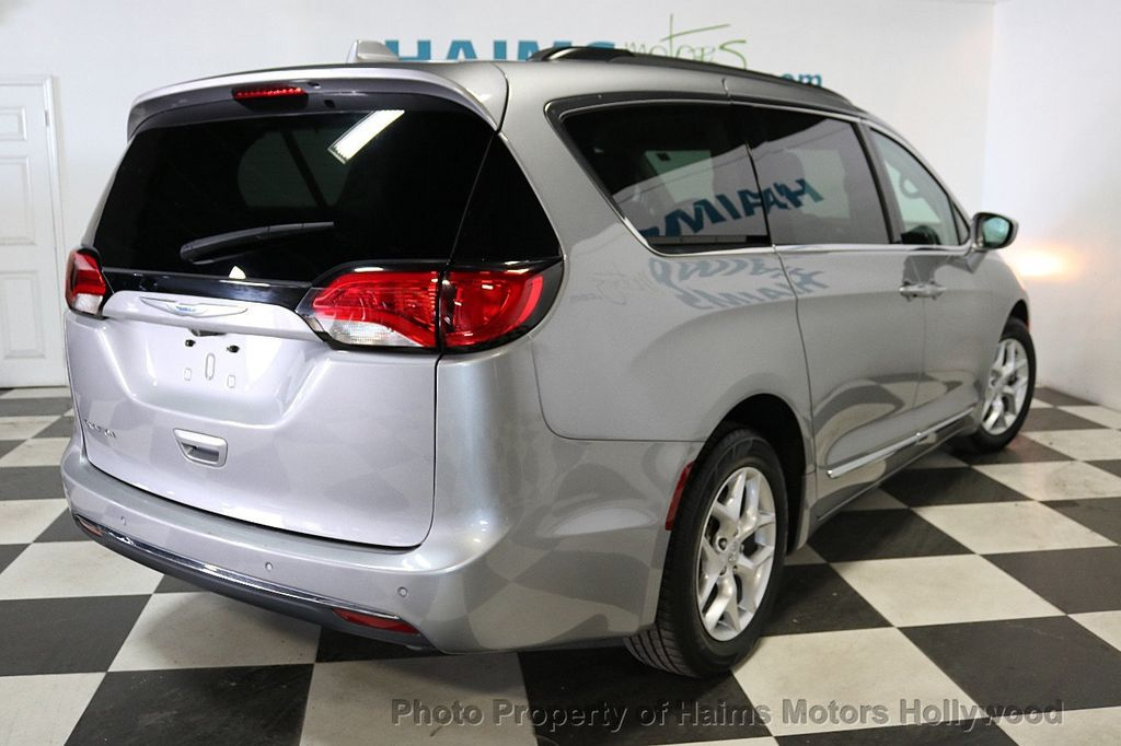 2017 Chrysler Pacifica Touring-L 4dr Wagon - 18534918 - 6