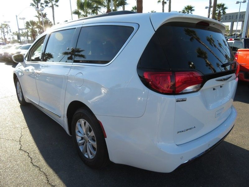 2017 Chrysler Pacifica Touring-L 4dr Wagon - 17234791 - 10