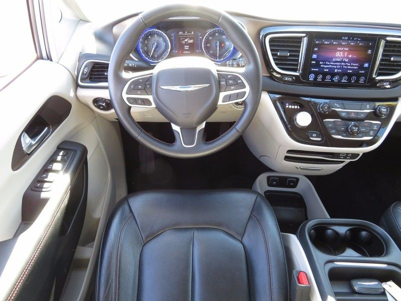 2017 Chrysler Pacifica TOURL - 16735588 - 10