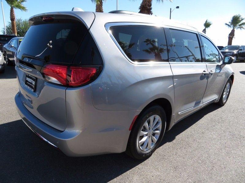 2017 Chrysler Pacifica TOURL - 16735588 - 4