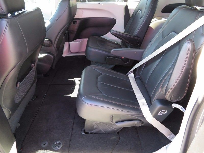 2017 Chrysler Pacifica TOURL - 16735588 - 8