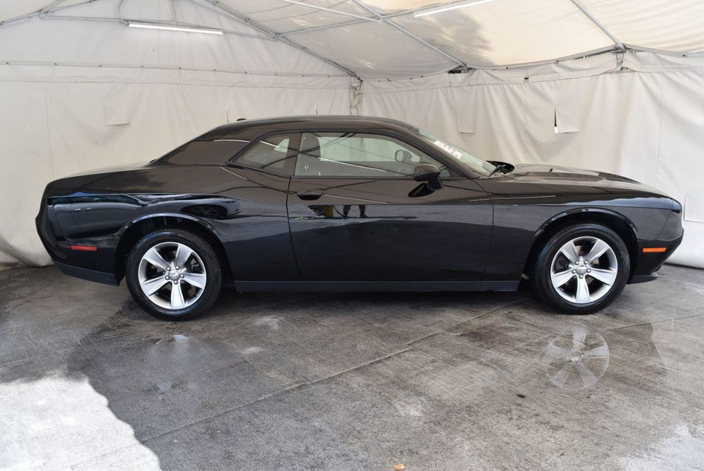 2017 Dodge Challenger SXT Coupe - 17958534 - 2