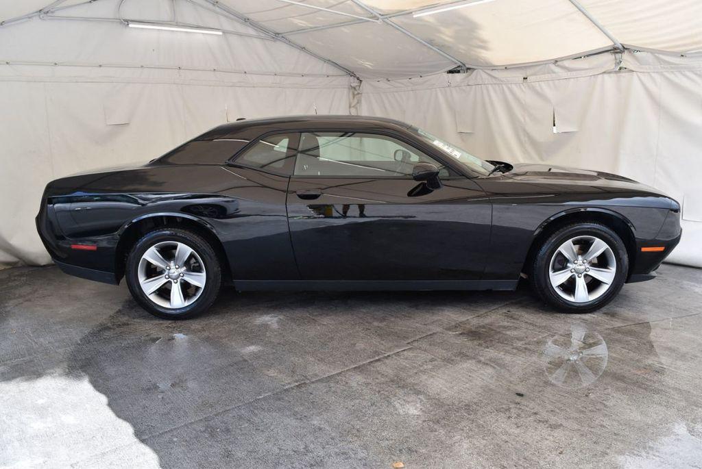 2017 Dodge Challenger SXT Coupe - 17958534 - 2