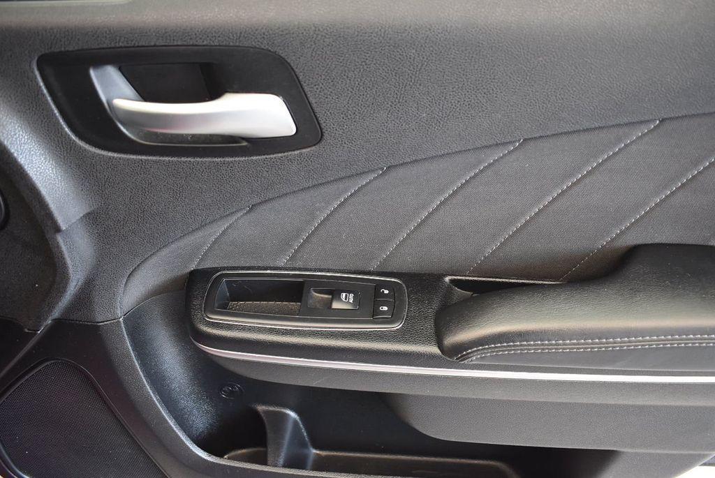 2017 Dodge Charger SXT RWD - 17875149 - 26