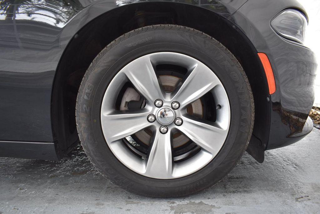 2017 Dodge Charger SXT RWD - 18359542 - 11