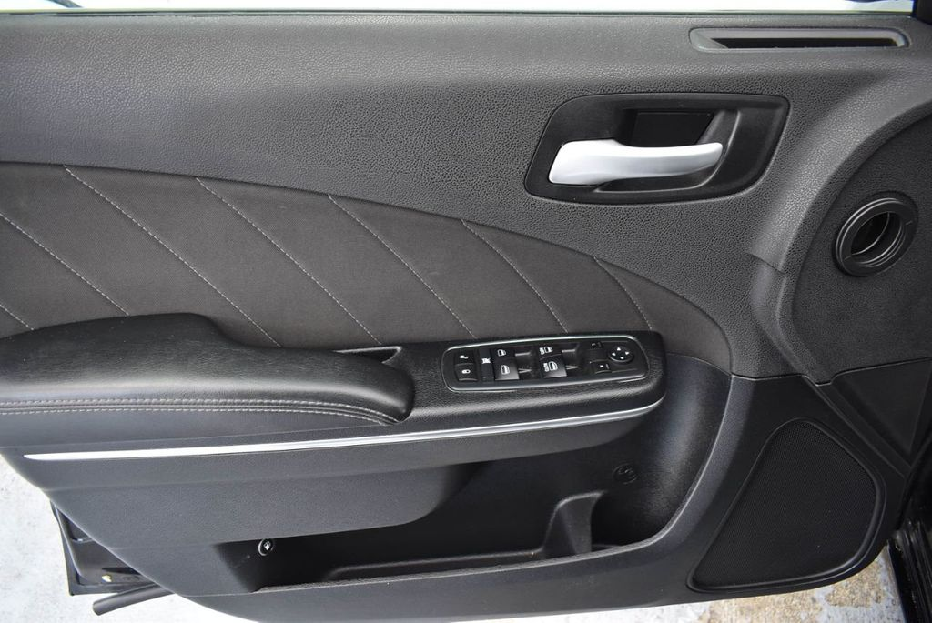 2017 Dodge Charger SXT RWD - 18359542 - 13