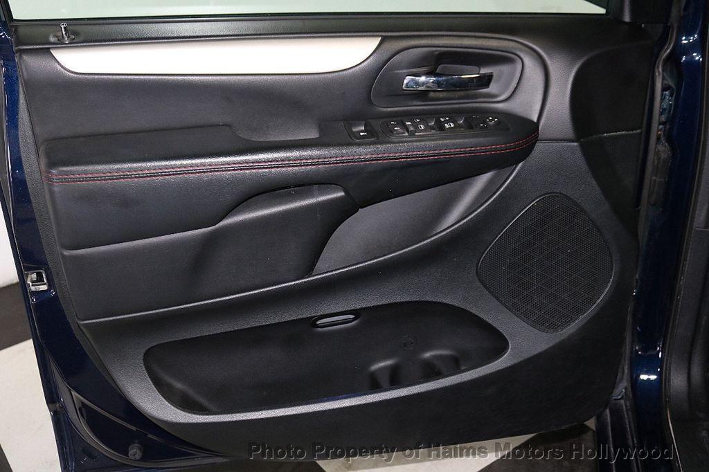 2017 Dodge Grand Caravan GT Wagon - 18112618 - 11