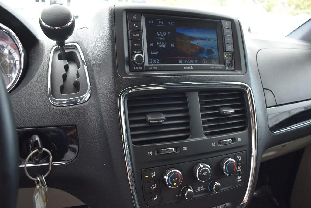 2017 Dodge Grand Caravan SXT Wagon - 18592302 - 13