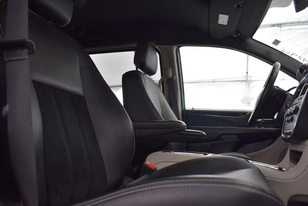 2017 Dodge Grand Caravan SXT Wagon - 18592303 - 16