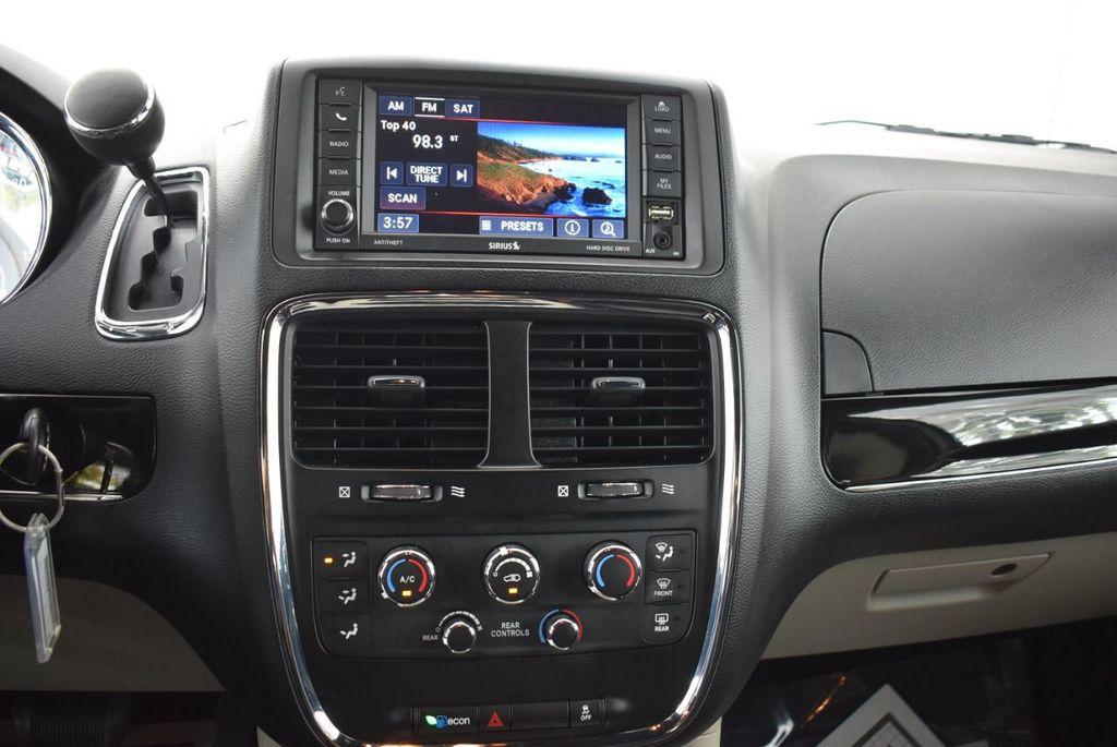 2017 Dodge Grand Caravan SXT Wagon - 18592303 - 22