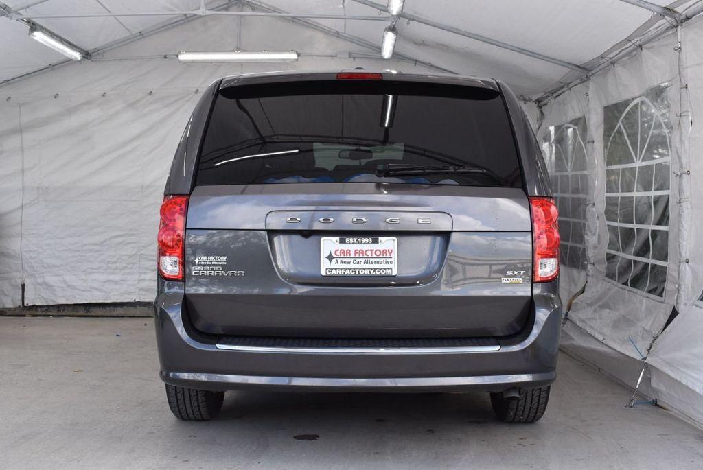 2017 Dodge Grand Caravan SXT Wagon - 18592303 - 5