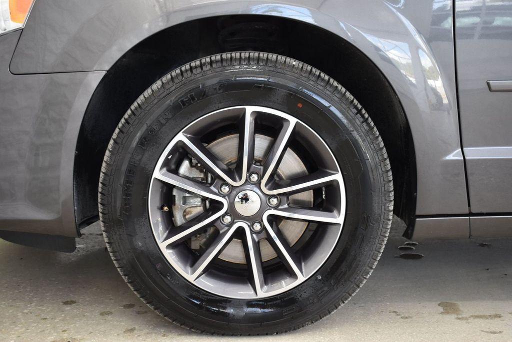2017 Dodge Grand Caravan SXT Wagon - 18592303 - 6