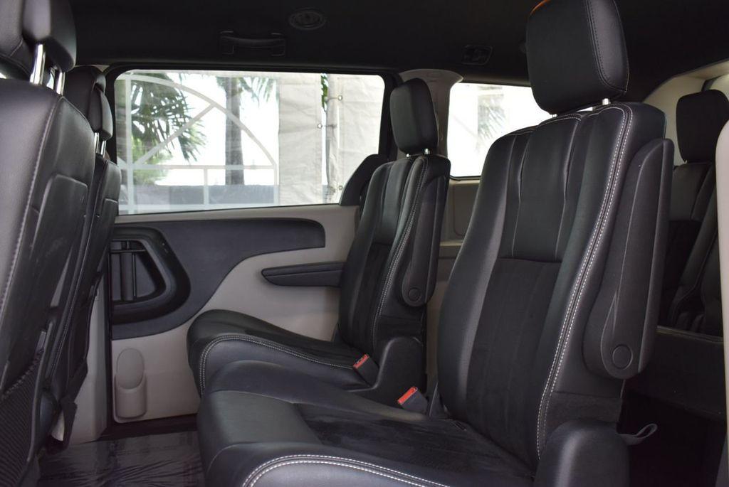 2017 Dodge Grand Caravan SXT Wagon - 18676009 - 11