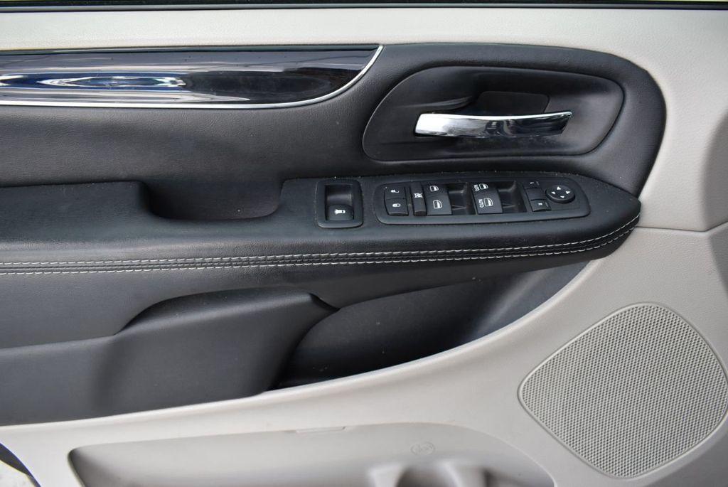 2017 Dodge Grand Caravan SXT Wagon - 18676009 - 13