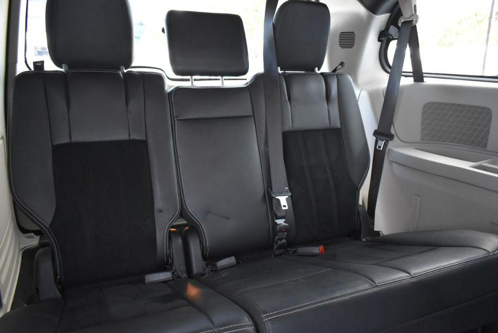 2017 Dodge Grand Caravan SXT Wagon - 18676009 - 14