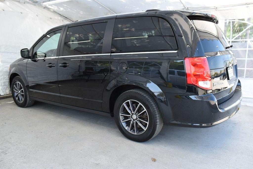 2017 Dodge Grand Caravan SXT Wagon - 18676009 - 3