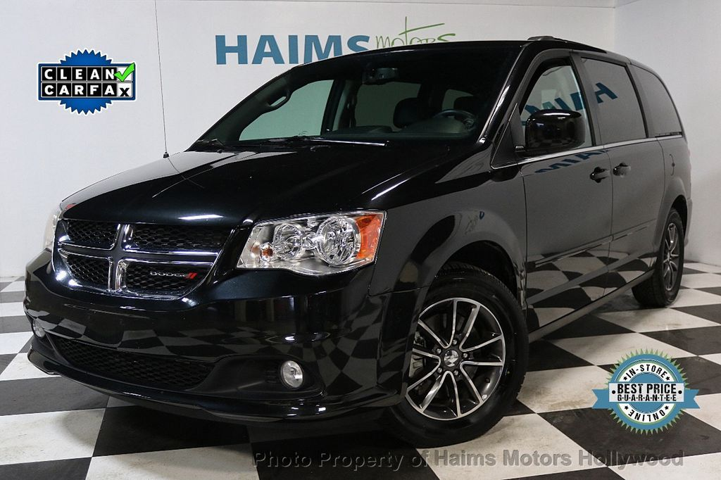 2017 Dodge Grand Caravan SXT Wagon - 17705865 - 0