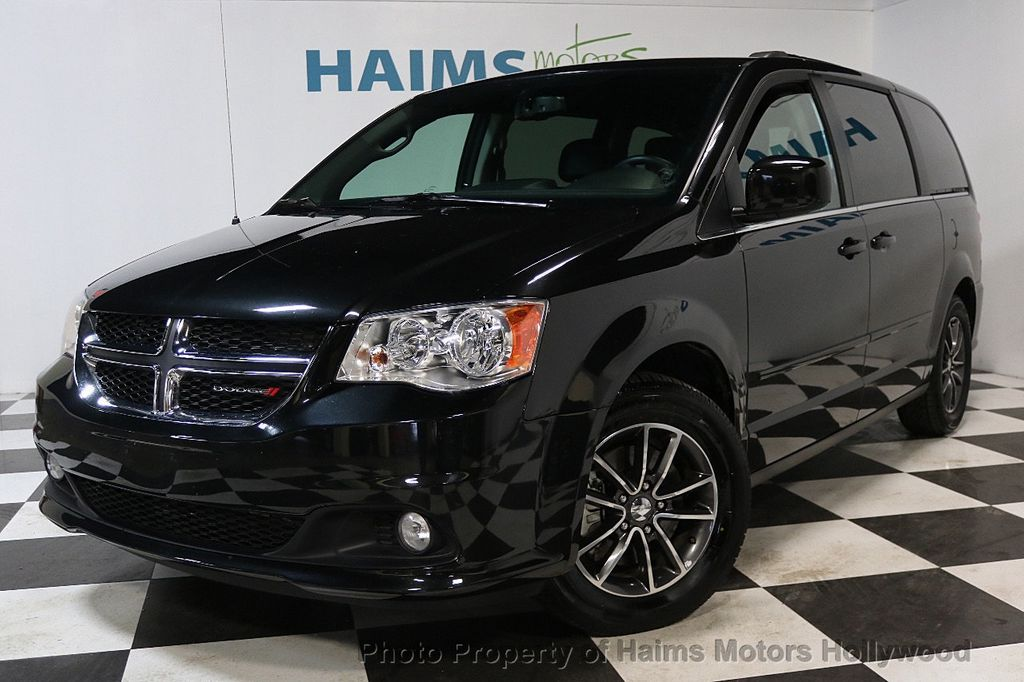 2017 Dodge Grand Caravan SXT Wagon - 17705865 - 1