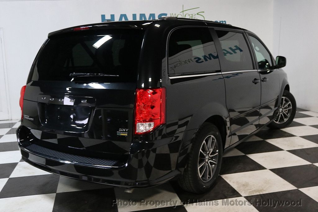 2017 Dodge Grand Caravan SXT Wagon - 17705865 - 6