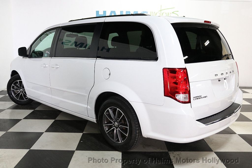 2017 Dodge Grand Caravan SXT Wagon - 18047666 - 4