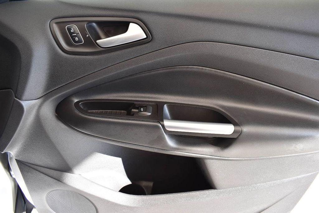 2017 Ford Escape SE FWD - 17524876 - 26