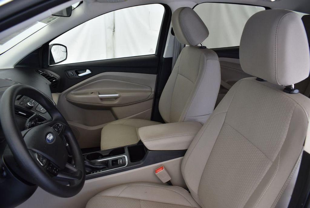 2017 Ford Escape SE FWD - 18303235 - 12