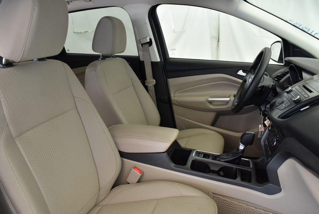 2017 Ford Escape SE FWD - 18303235 - 25