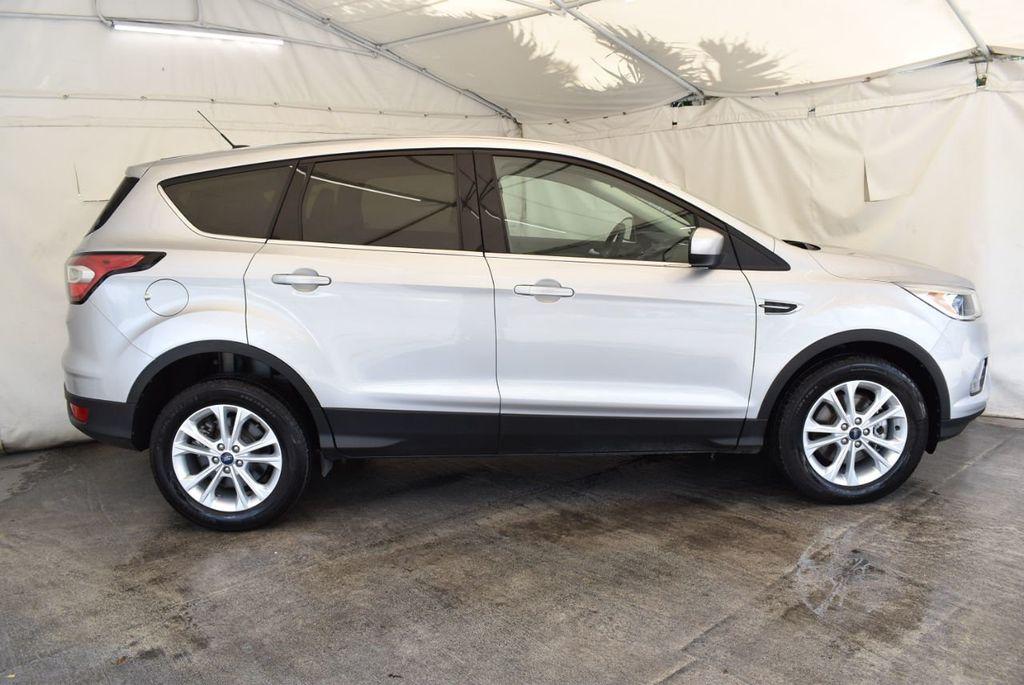 2017 Ford Escape SE FWD - 18303235 - 2