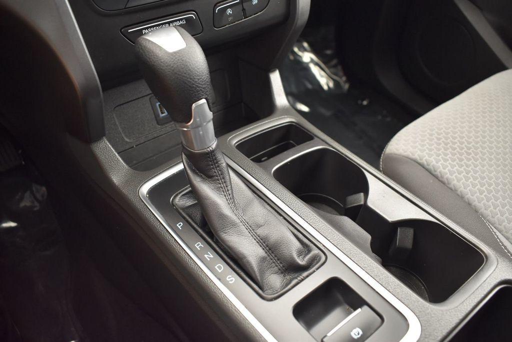 2017 Ford Escape SE FWD - 17524877 - 22