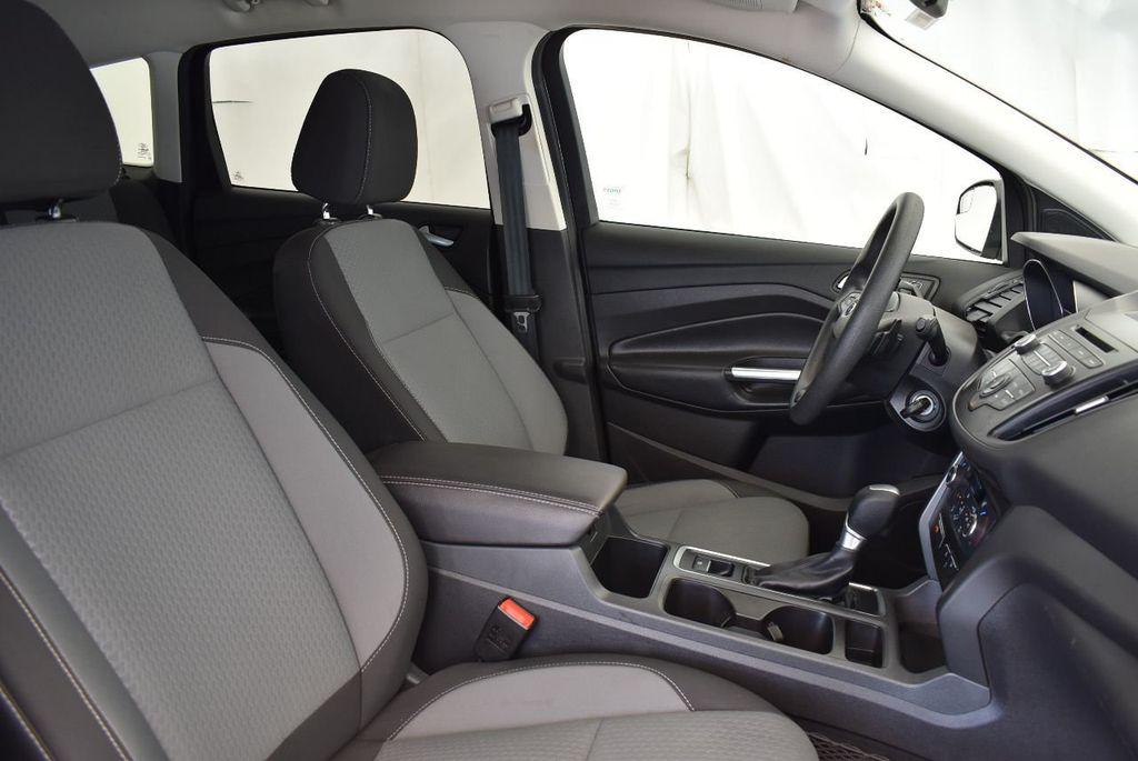 2017 Ford Escape SE FWD - 17524877 - 25