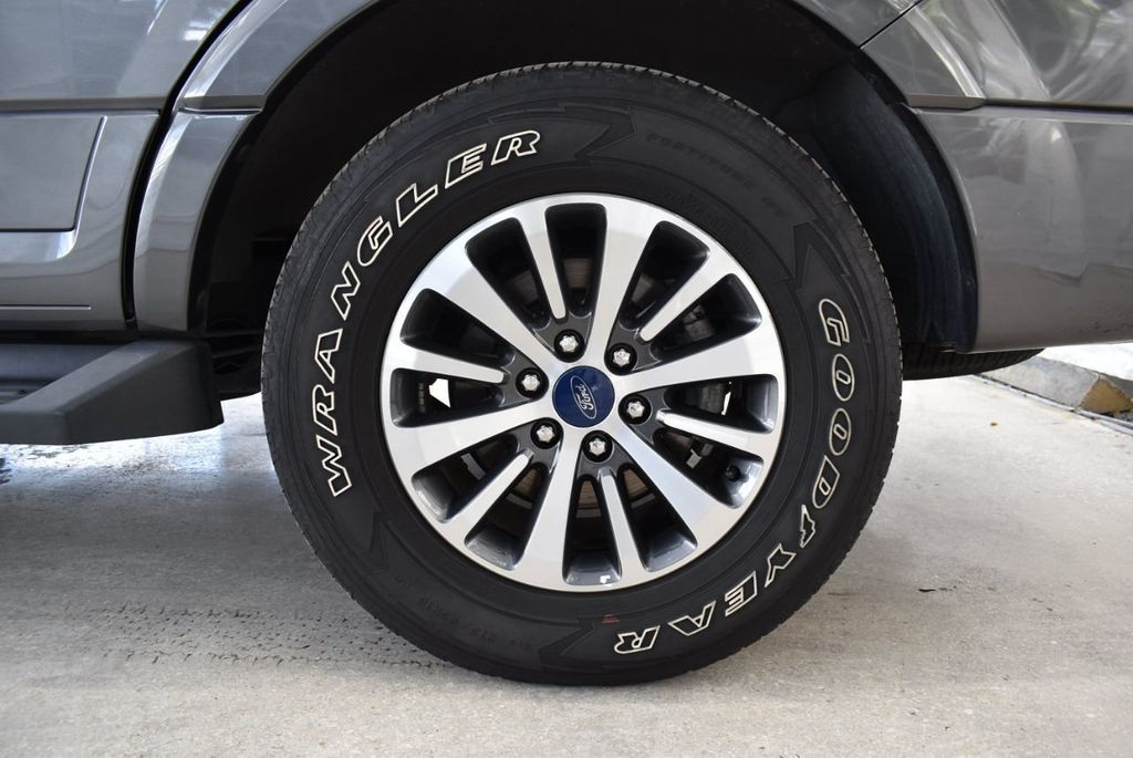 2017 Ford Expedition XLT 4x2 - 18432677 - 8
