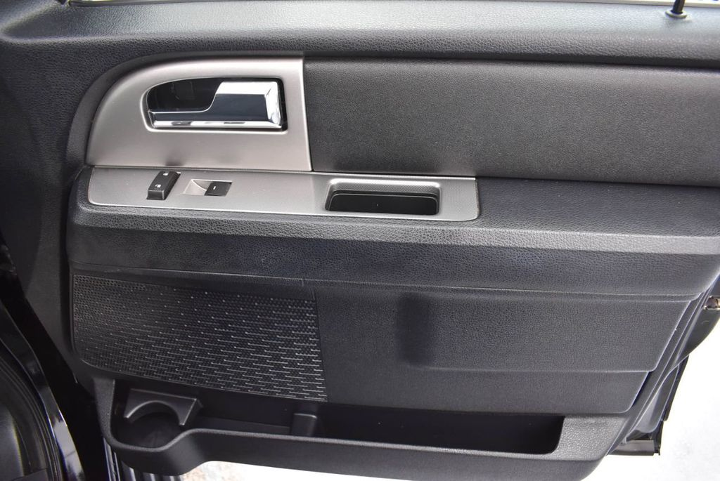 2017 Ford Expedition XLT 4x2 - 18387254 - 24