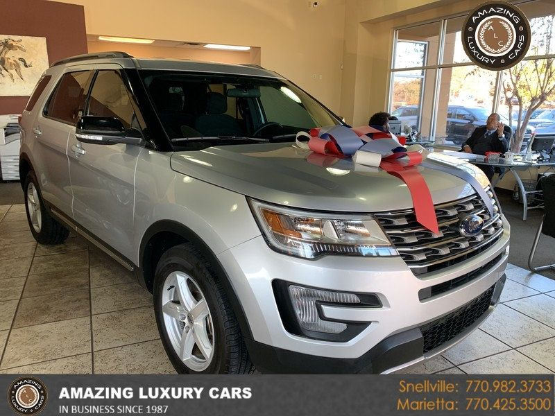 2017 Ford Explorer XLT FWD - 19463956 - 0