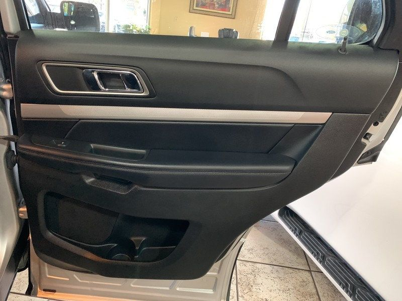 2017 Ford Explorer XLT FWD - 19463956 - 42