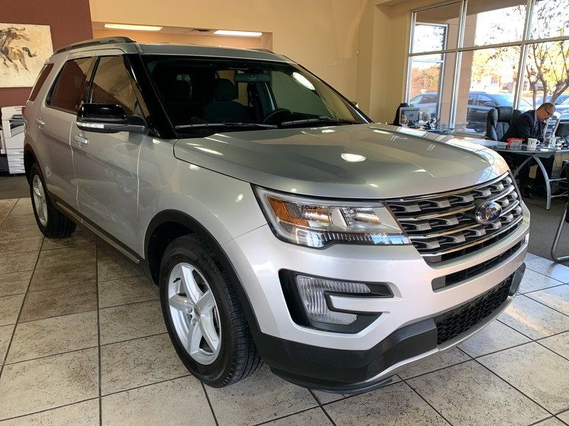 2017 Ford Explorer XLT FWD - 19463956 - 56