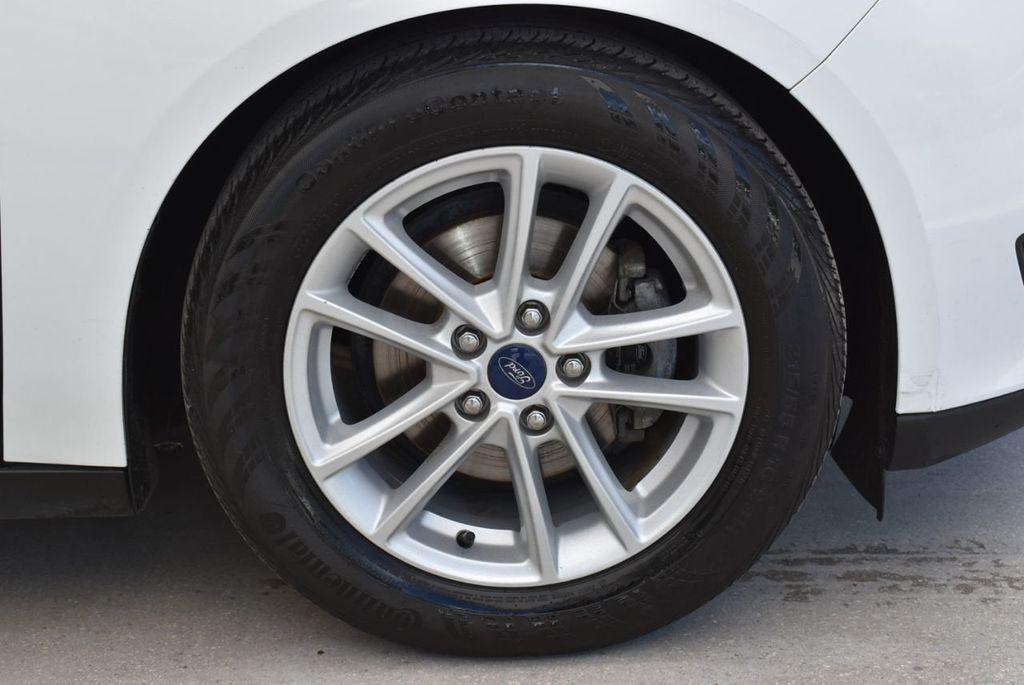 2017 Ford Focus SE Hatch - 18615536 - 9