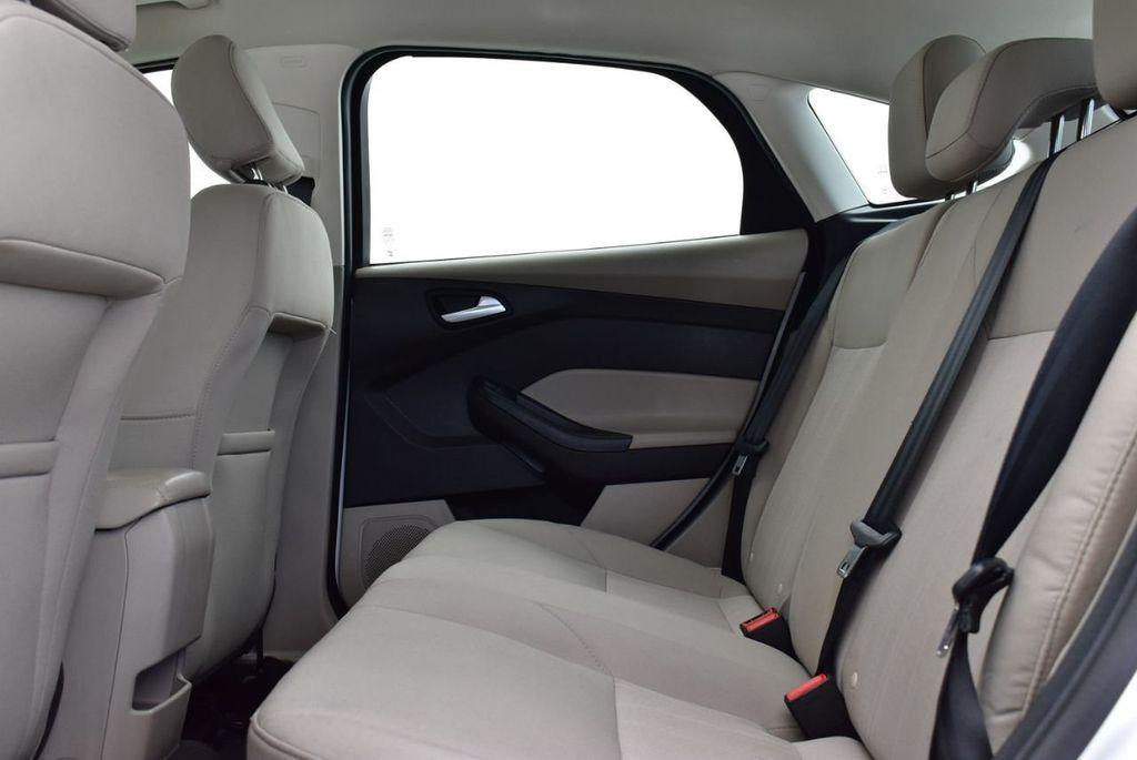 2017 Ford Focus SE Hatch - 18615536 - 10