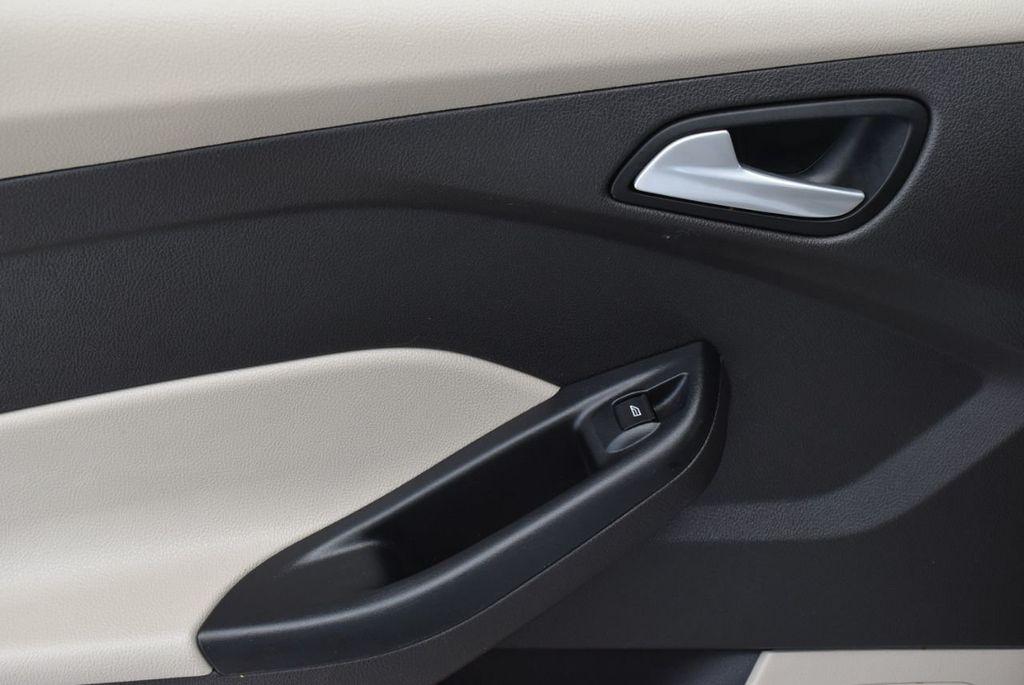 2017 Ford Focus SE Hatch - 18615536 - 11