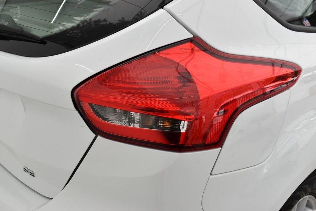 2017 Ford Focus SE Hatch - 18615536 - 1