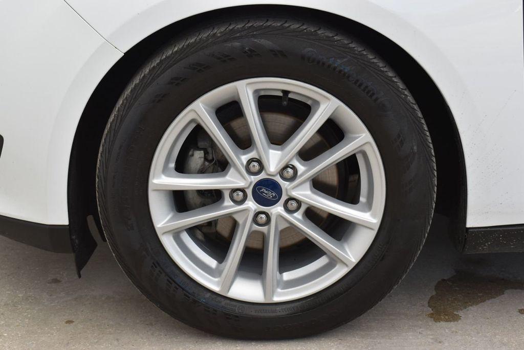 2017 Ford Focus SE Hatch - 18615536 - 6
