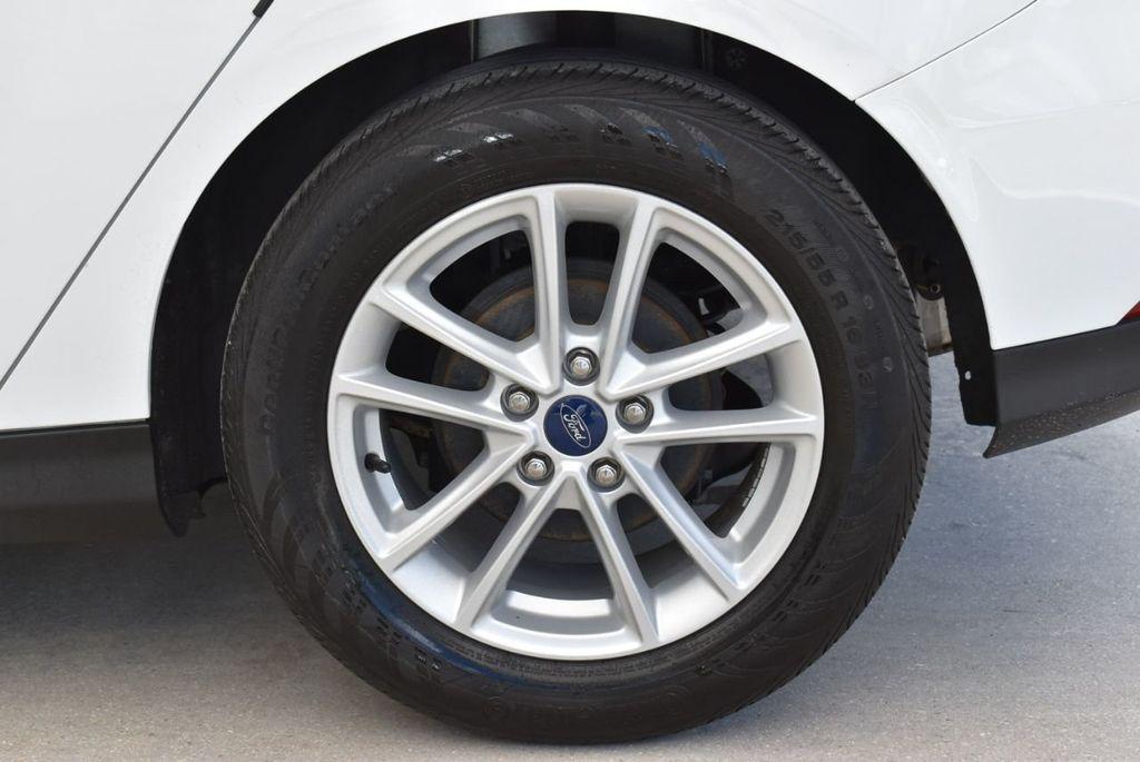 2017 Ford Focus SE Hatch - 18615536 - 7