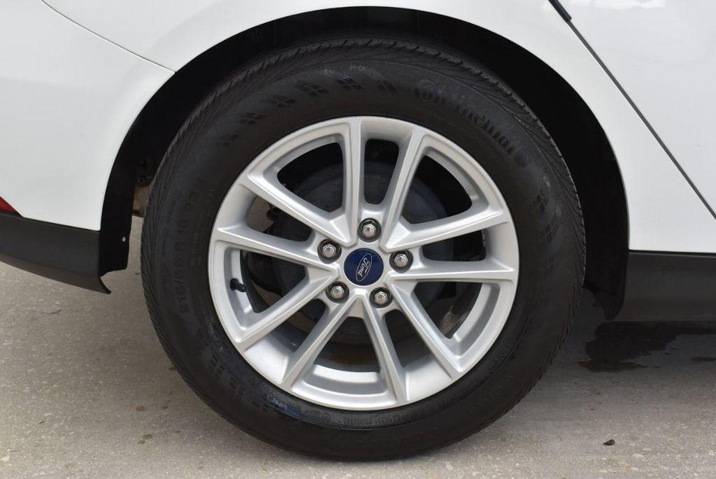 2017 Ford Focus SE Hatch - 18615536 - 8