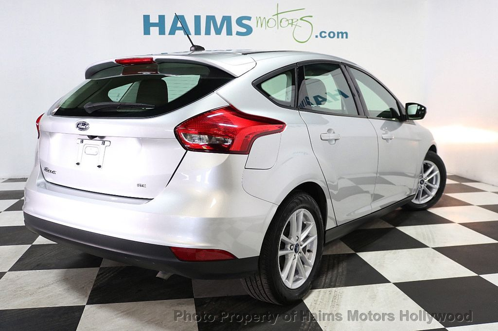 2017 Ford Focus SE Hatch - 17823196 - 6