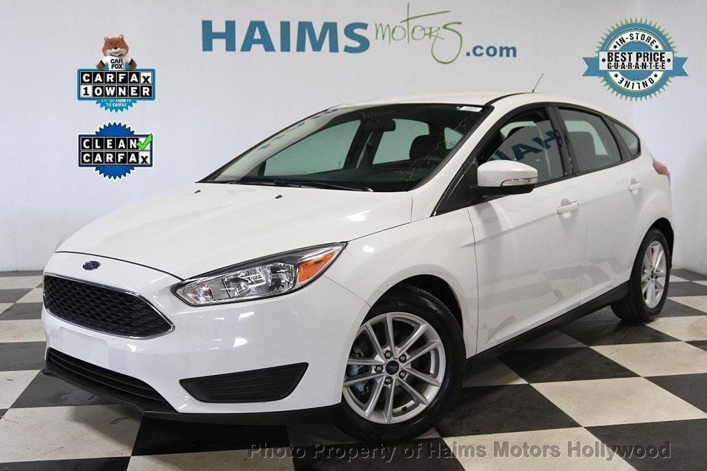 2017 Ford Focus SE Hatch - 18505374 - 0
