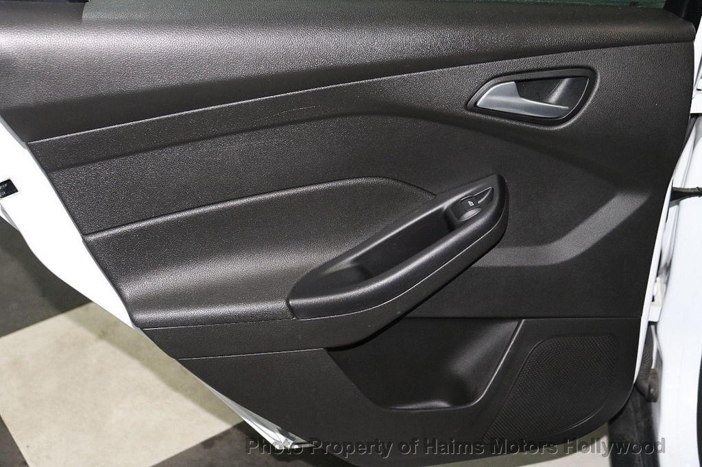 2017 Ford Focus SE Hatch - 18505374 - 10