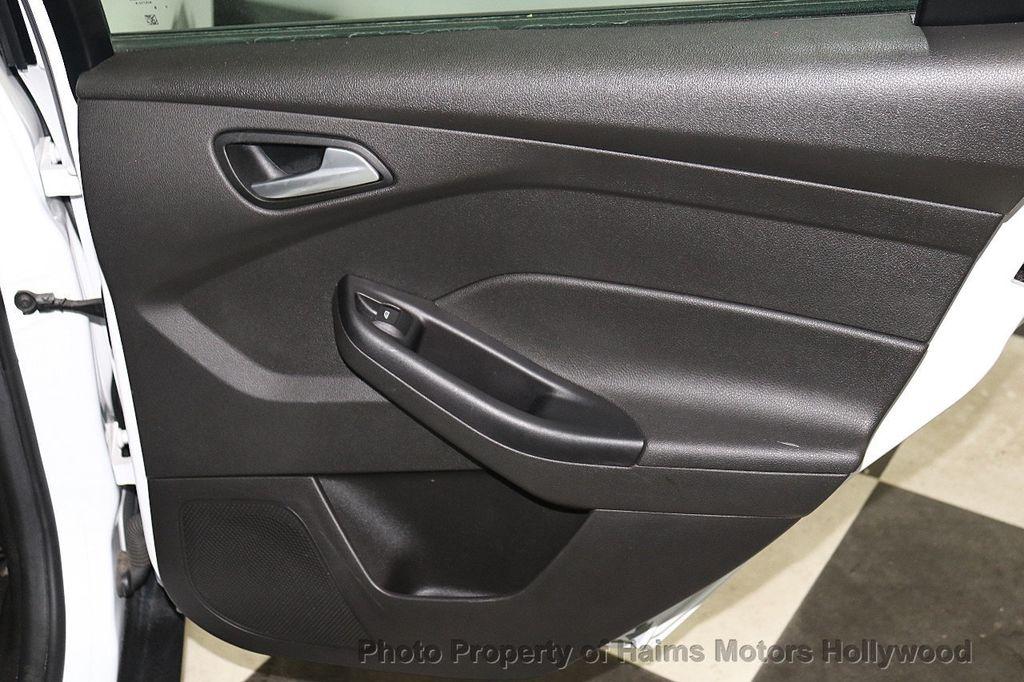 2017 Ford Focus SE Hatch - 18505374 - 11