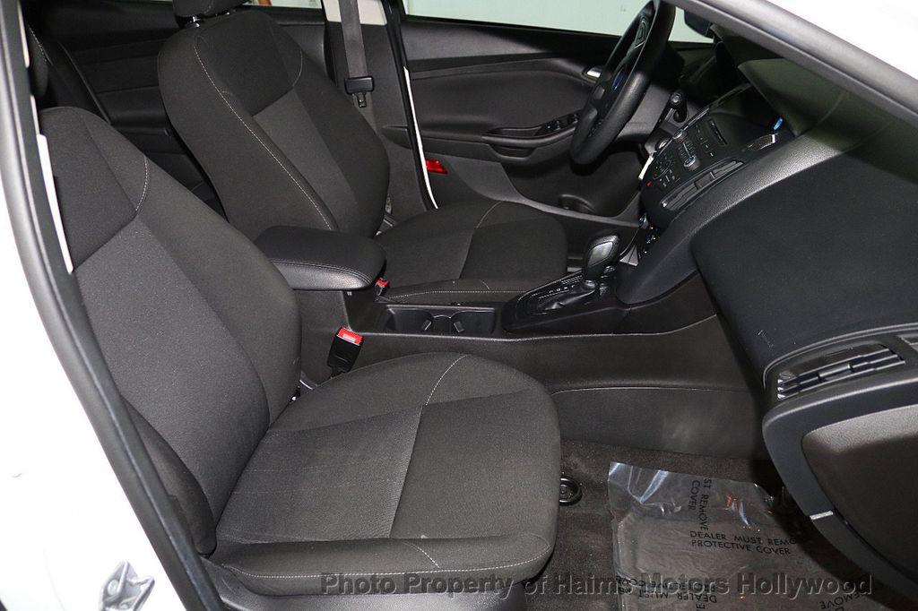 2017 Ford Focus SE Hatch - 18505374 - 13