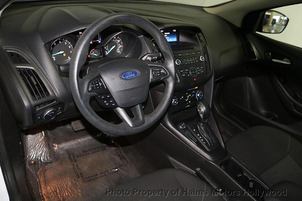 2017 Ford Focus SE Hatch - 18505374 - 17